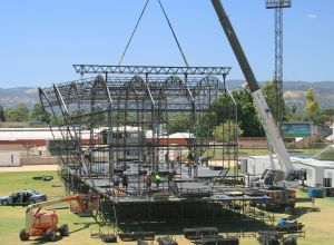 171108_Fleurieu_Cranes_55t_Grove_GMK3055_Big_Day_Out_2010_Stage_Erection_Pic1